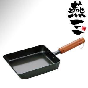 燕三 木柄鉄製玉子焼き 14x18cm